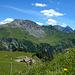 Gegenüber der Augstenberg mit der Alp Gritsch.