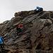 Meine Gruppe meistert die ersten Meter der Piz Trovat Klettersteiges.