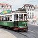 Lissabon - Triebwagen 713 biegt in die Rua do Arsenal ein. Foto vom 25.06.2017.
