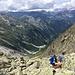 Der Blick hinab ins Val de Trient - hinten mittig sieht man den Emosson-Stausee