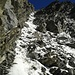 Im Abstieg: Unteres Ende der oberen Rinne. Steil, zu diesem Zeitpunkt noch ganz gut angefroren, allgemein sehr steinschlägig.