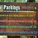 Von vier Parkplätzen führen ausgeschilderte Wege auf die Roquebrune.