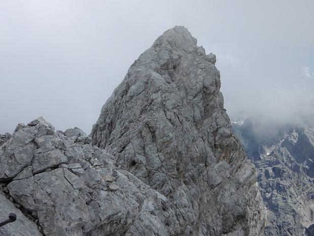Gipfel des Hochblassen. Da gehts ordentlich hinauf! Wegen tiefhängender Wolken kann ich am Grat keine Fotos mehr machen!