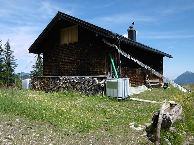 Die im Sommer leider geschlossene Stuibenhütte.