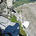 Rückblick, am Bildrand oben, wo der Schatten vom Fels zu sehen ist, kommt man von der Rinne herauf.