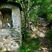 Carbonero: bescheidener Bildstock am Sentiero dei Madounin
