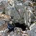 La grotta di San Gaudenzio / Sv. Gaudent, in una foto di qualche anno fa (versante E del Monte Ossero)
