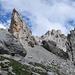 Blick zwischen die Felsen hindurch zur Sulzfluh