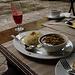 Noch ein arabisches Gericht, hinten frisch gepreßter Melonensaft.