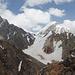 Blick vom Gipfel in Richtung Osten. Links im Bild Pakhhamber, der breite Schneebuckel ist der Small Ganza.
