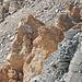 bereits wieder den Grat abgeklettert, auch das war ein Genuss.<br />Intressante Gesteinsvormation im untersten Gratabschnitt.
