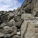 teilweise sind schwere Ketten in den Fels verankert, noch ein guter Tipp, für diese Tour sind Klettersteig-Handschuhe gut zu gebrauchen.