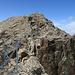 noch ein Kettengeländer über ein ausgesetzten Gratteil kurz vor dem Gipfel.
