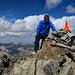 geschafft !!, die Höhe hatte mir die letzten hundert Höhenmeter schon ein wenig zu schaffen gemacht, - in sieben Stunden von 400 Meter Höhe (Rorschach) auf 3380 Meter (Piz Julier) ist wahrscheinlich nicht ganz ideal, da fehlt natürlich eine Akklimatisierung gänzlich.