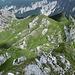Am Schützensteig erreicht man anfangs eine Höhe von ca. 2000m. Rückblick von dort auf die Gipfel über der Stuibenhütte.