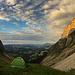 Zelten auf der Sichle, umgeben von rund 50 Schafen