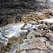 Il fiume che sbuca da sotto il ghiacciaio
