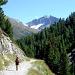 nella parte bassa della Valle del Monte, improvvisamente appare la mole della Cima Valeta 3294 m.