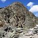 Aussicht vom Languard Pitschen (3124m) auf seinen grossen Bruder Piz Languard (3261,9m).<br /><br />Nun waren alle Schwierigkeiten geschafft und ich konnte zunächst einfach zur Chamanna Georgy (3202m) hochstolpern welche am Bergwanderweg zum Piz Languard liegt.
