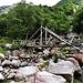 Die Holzbrücke gleich zu Beginn des Wanderweges