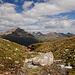 Über das Bächlein drüber (ich glaube, es heisst Ova Da Surlej), Richtung Hahnensee. Im Hintergrund der Piz Julier, rechts Piz Nair mit Bergstation