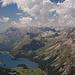 Silser See mit Piz Lunghin, der grasige Spitz rechts davon, noch ein Stückchen weiter rechts dann der Piz Grevasalvas