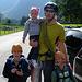 Meine Kinder bleiben während meines Klettersteig Aufenthaltes via Funk verbunden. Mit dem Feldstecher werden sie die Wand beobachten ;-)