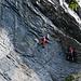 Nach einem gemütlichen Stück, welches durchwandert wird, geht es wieder in die Senkrechte Felswand.