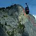In Rot markiert, die ungefähre Aufstiegsroute des Klettersteiges.