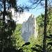 Der Rabenfelsen mit der Rabenkante taucht auf. Am Mittag sahen wir Kletterer in der Wand<br /><br />Einen schönen [http://www.hikr.org/tour/post69629.html Bericht] gibt es von [u simba]