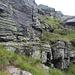rampette erbose ripide collegate da cengette erbose e rocciose, anche con brevi passi di arrampicata (I-II)