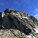 Weiterer Gratverlauf. der helle Felsen links wäre der Aufstiegfelsen gewesen im markanten Spalt.