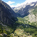 Blick nach unten auf den Campingplatz und das Tal, in dem man zum Barre des Ecrins aufsteigt.