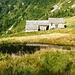 Alpe Canaa mit dem Seelein zwischen den Alpgebäuden