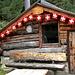 ... das Muotta Pitschna Hüttchen. Es ist offen, steht jederman zur Verfügung, hat Grillplätze, Holz, Wasser und sonstiges Überlebenszeug.