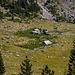 Hütten in der Nähe des Sees