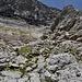 Photo aus der gleichen Position nach oben. Das nächste Band ist direkt oberhab von uns. Die schwarze Gipfelwand sieht eindrücklich aus.