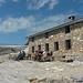 Cabane de Prarocher : au fond, les ruines du glacier de Tsanfleuron