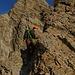 Leichte schöne Kletterei führt nach den Bändern am Ostgrat nach oben.