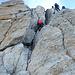 der Seilerste tänzelt elegant am Fels hinauf