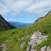 Im Aufstieg zur Alp Grueb. Über den Churfirsten hat's bereits aufgelockert.