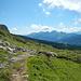 Abstieg zur Chreialp mit Blick zur Alviergruppe