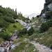 Kleine Wasserfälle beim Bergaufweg