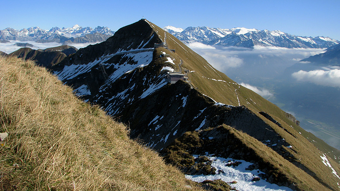 Ein Bild, das draußen, Himmel, Berg, Schnee enthält.  Automatisch generierte Beschreibung