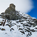 Im Steilstück über die letzten 300 Höhenmeter helfen neben zahlreichen Fixseilen auch breite Metalltreppen weiter