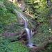 ein Wasserfall, der ideal wäre für eine sommerliche Dusche.