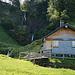 die Alphütte unter Petersalp mit Wasserfall-Anschluss