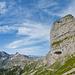 Bereits beim Leitereggstock im sanften Gelände. Der nächste Felsaufschwung zum Vorderen Eggstock sieht nochmals zackiger aus. (Panoramaaufnahme)
