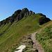 """Blick zum Gipfelaufbau des """"Baraghetto"""", auf welchen der kleine Klettersteig """"via ferrata Angelino"""" führt."""