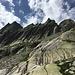 Gelmerspitze III, IV und V. Die markante Scharte rechts von der Gelmerspitze V war die Abstiegsscharte unserer Tour.